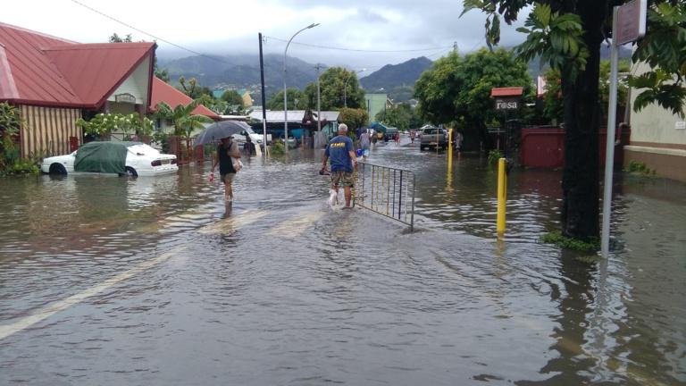 Le quartier de Taunoa inondé après la crue de la Papeava, vendredi matin, à Papeete.