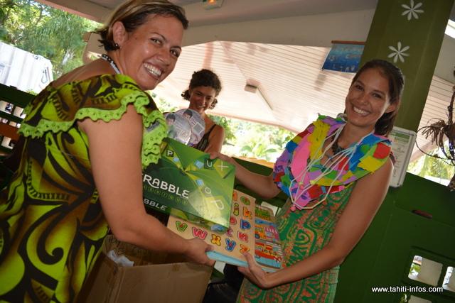 La Polynésienne des eaux a également offert des jeux de société ou des puzzles à l'école.