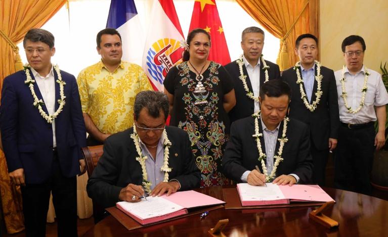 Une lettre d'intention entre le gouvernement de la Polynésie française et l'Administration de l'Aviation civile de Chine a été signée, celle-ci portant notamment sur le développement des échanges économiques et du tourisme entre la Polynésie française et la Chine.