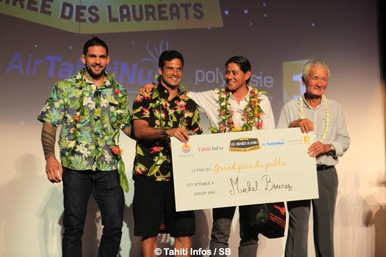Le podium gagnant avec M. Albert Moux, PDG de Shell Pacific, gérant de Fenua Com, invité d'honneur de cette soirée