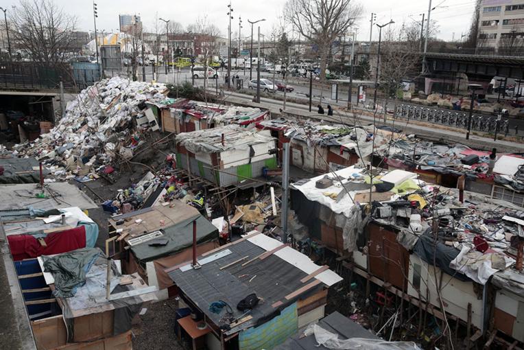 Un campement de Roms évacué dans le nord de Paris