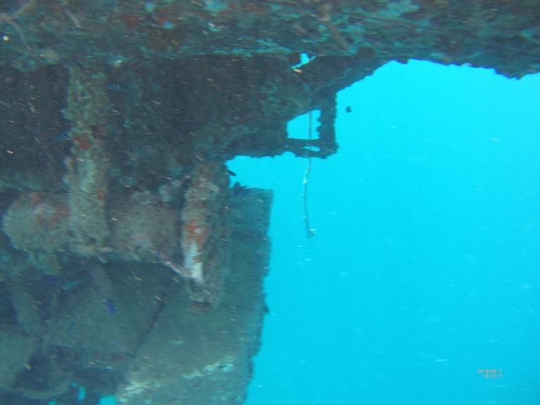 Un sous-marin abandonné risque de polluer le lagon de Bora bora
