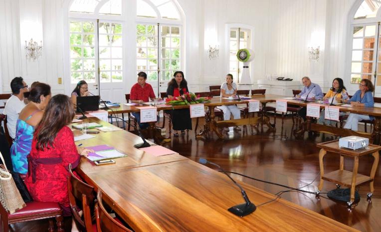 Nicole Bouteau réunit la Commission consultative des agences de voyage
