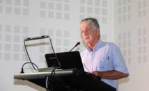Jacques Raynal présente la politique de santé aux élèves du Taaone
