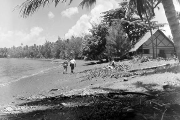La plage du Taaone et le Royal Tahitien en 1952.