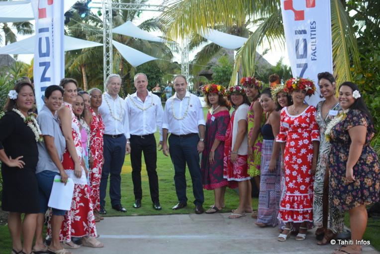 L'équipe de Vinci Facilities en Polynésie a accueilli plus de 300 invités pour sa soirée de lancement. Au centre de la photo, Philippe Conus, Brand Director de Vinci Facilities, Frédéric Dock, P-dg de Cegelec, et Thibaud Giraud, chef d'entreprise de Vinci Facilities en Polynésie.