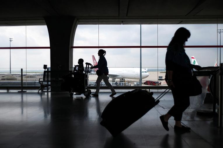 Grève des contrôleurs aériens: une trentaine de vols annulés à Roissy