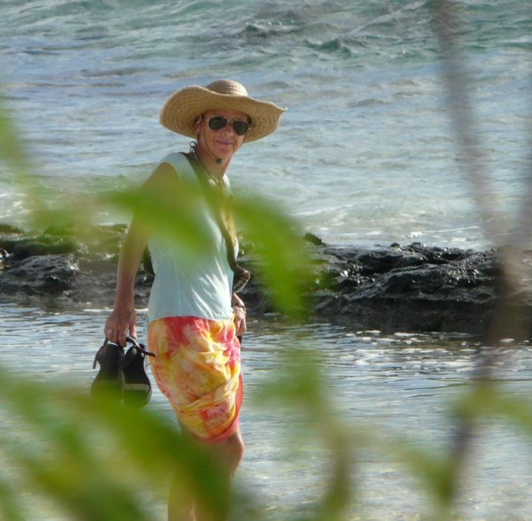 Depuis 35 ans, Isabelle Briand vit sur un voilier et sillonne les océans.