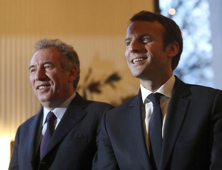 Macron en forte hausse, au coude-à-coude avec Le Pen (sondage)