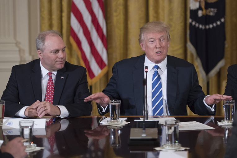Première contestation en justice du décret Trump sur l'immigration