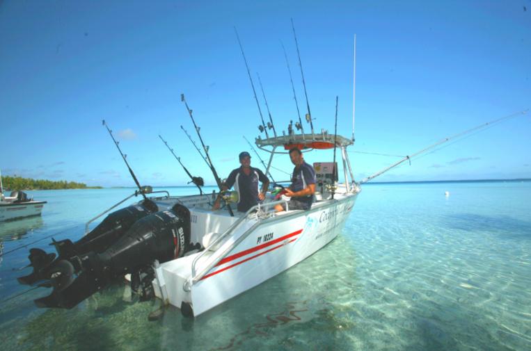 Le bateau de Franck, spécialement équipé pour la pêche, avec des chevaux à revendre à l'arrière.