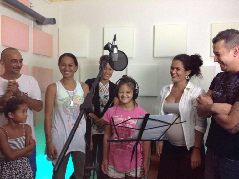 Sabrina Laughlin est la marraine de l'édition 2017 avec son titre T21, l'hymne du Tota tour. D'autres artistes l'ont accompagnée pour l'enregistrement du clip : Baby Kpone, Léo Marais, Teiva LC, Here et Grace Laughlin. Les paroles sont singées Matahi Laughlin.