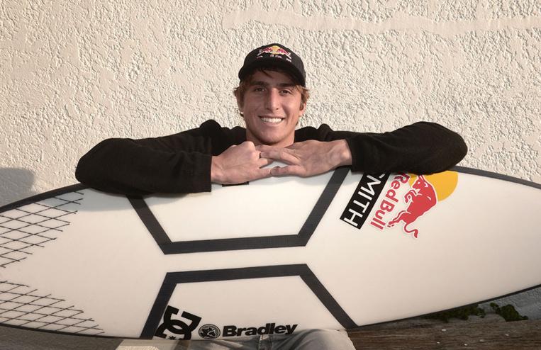"""Surf - Leonardo Fioravanti, la """"dolce vita"""" au creux des vagues"""