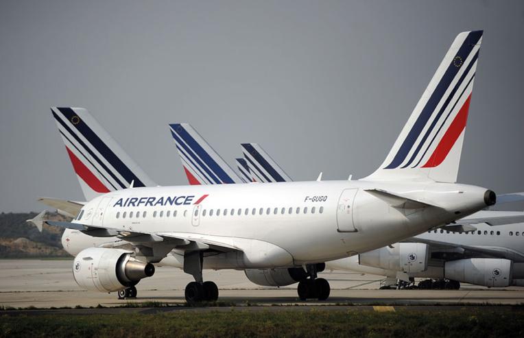 Air France: l'accord PNC signé par un seul syndicat, un référendum envisagé