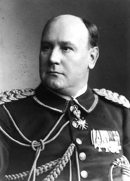 Wilhelm Solf effectua un travail remarquable en tant que gouverneur : il prit ses fonctions en 1900. En 1908, les Samoa étaient devenues autonomes économiquement parlant et n'avaient plus besoin de recevoir la moindre aide financière de l'Allemagne. Cela dura jusqu'en 1914. Après, ce fut l'engrenage vers la pauvreté.