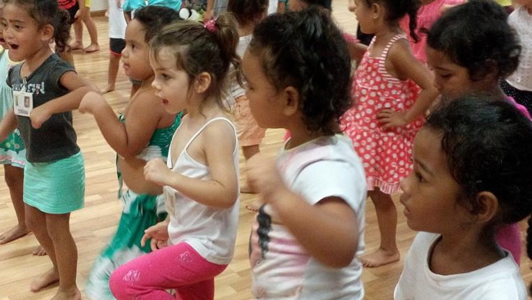 Conservatoire : 80 petits Aito de Ui-Tama découvrent les Arts traditionnels