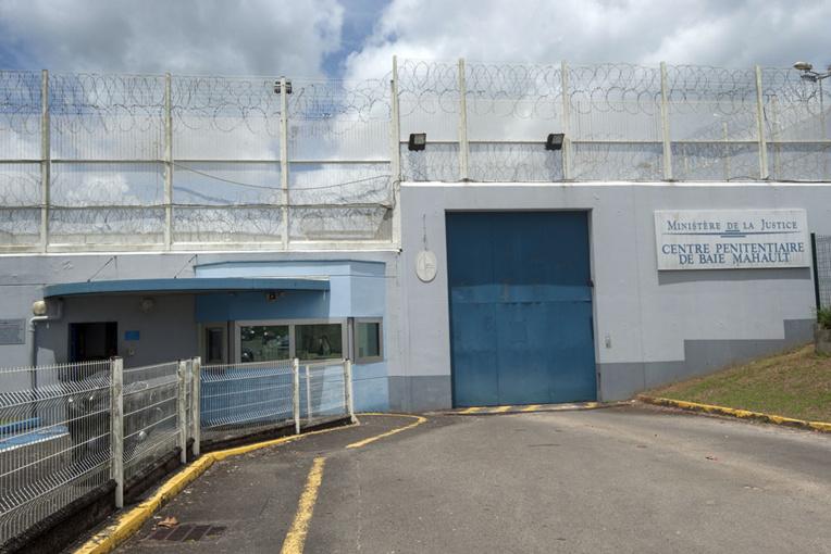 Guadeloupe: 199 armes saisies lors d'une fouille du centre de détention de Baie-Mahault