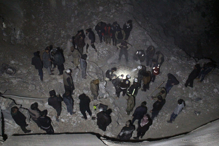 Washington reconnaît une frappe en Syrie, 46 morts dans une mosquée
