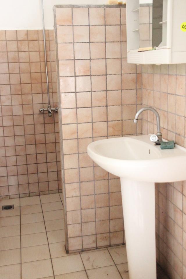 La salle de bain commune.