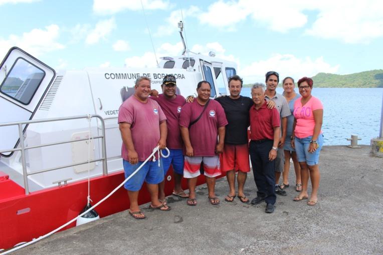 Le maire de Bora Bora a réceptionné le bateau-pompier de la commune.