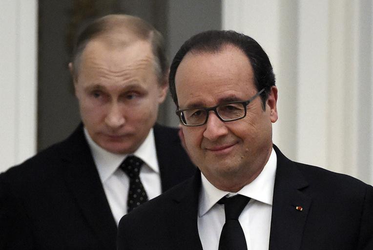 Après de nouveaux soupçons sur Fillon, Hollande et Poutine s'invitent dans le débat