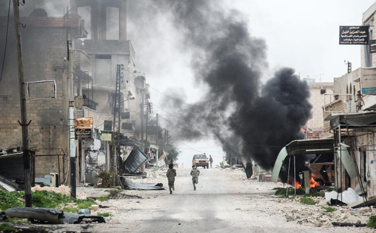 Plus de 30 civils tués dans un raid en Syrie, réunion anti-EI à Washington
