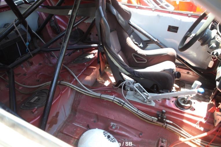 L'intérieur de l'habitacle de la BMW de Teriinui a été complètement modifié
