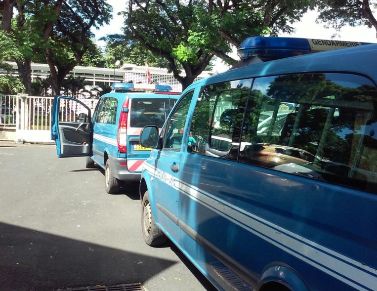 Le détenu a été conduit sous bonne garde ce jeudi au palais de justice, par des gendarmes encagoulés.