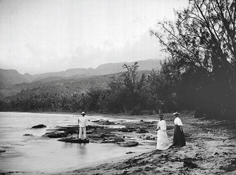 Vue exceptionnelle de la pointe de Outou'Ai'Ai en 1899. Photo Henri Lemasson