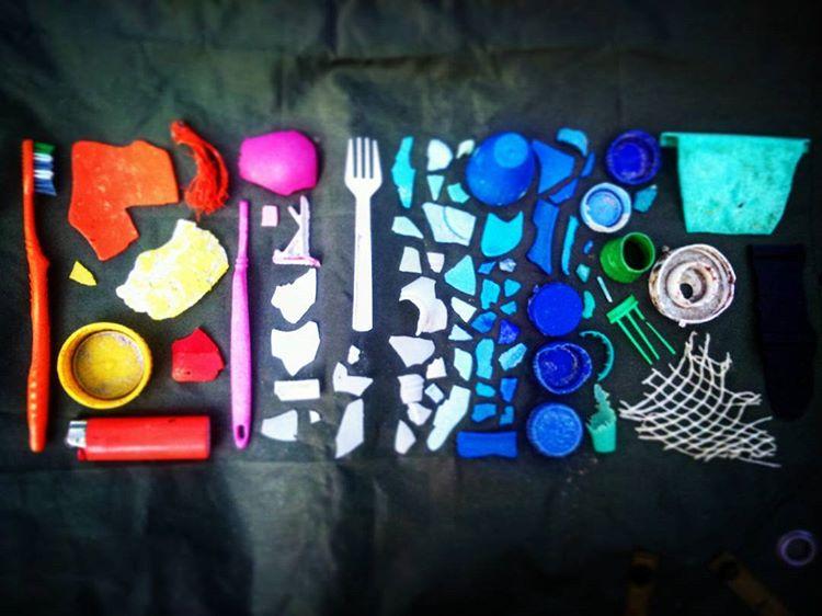 """Pendant son périple, Charlotte Genton a ramassé """"beaucoup de déchets plastiques de tout genre sur les plages, sentiers et en bord de route : des bouteilles d'eau, de shampoing, des sacs plastiques, des brosses à dent, des pailles, des vieux filets…"""