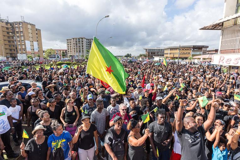 """Deux ministres attendus en Guyane, au lendemain de """"manifestations historiques"""""""