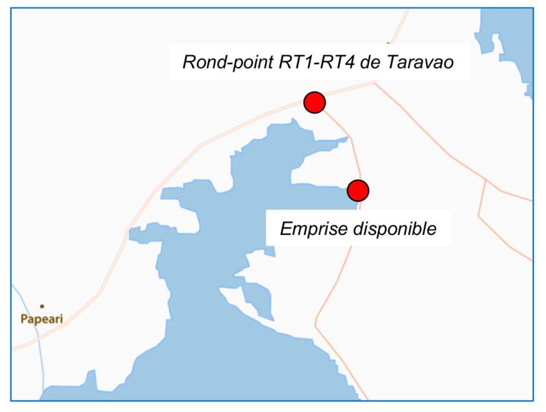 Le terrain se situe à 900 mètres du rond-point de la RT1.