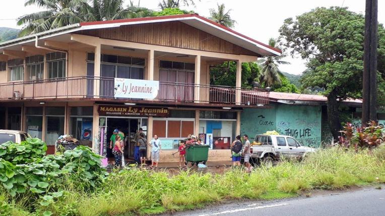 La boulangerie et le magasin Jeannine à Hitiaa ont bien été inondés. (Crédit photo : Raihoa)