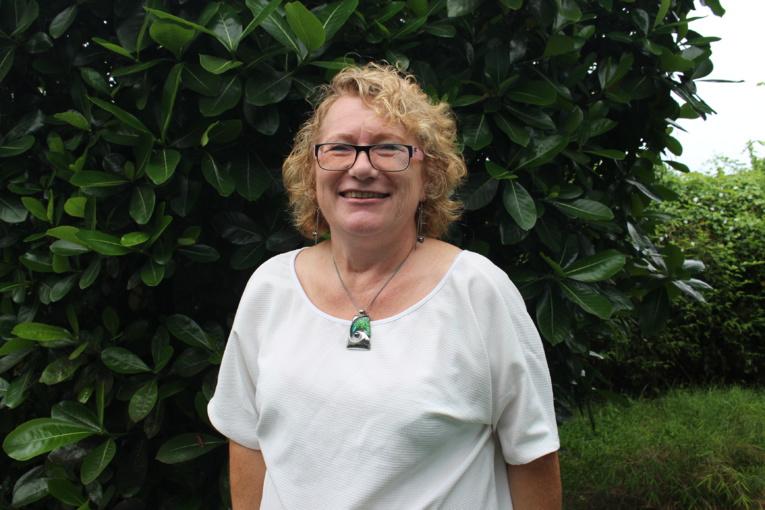 Claudine Zaghda est la maman d'Arthur reconnu atteint de trouble déficitaire de l'attention et d'hyperactivité à 14 ans (après 11 ans d'errance médicale) et de Marc, dys, non reconnu car non détecté, décide d'acheter un ordinateur pour Arthur. Elle est la présidente de l'APDYS.
