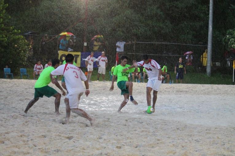 En finale de beach soccer c'est le physique qui a le plus compté entre Tiki Tama BSC et les Green Warriors (photo : FTF)
