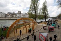 """""""Vive la respiration"""": Anne Hidalgo inaugure les """"Rives de Seine"""" malgré la polémique"""