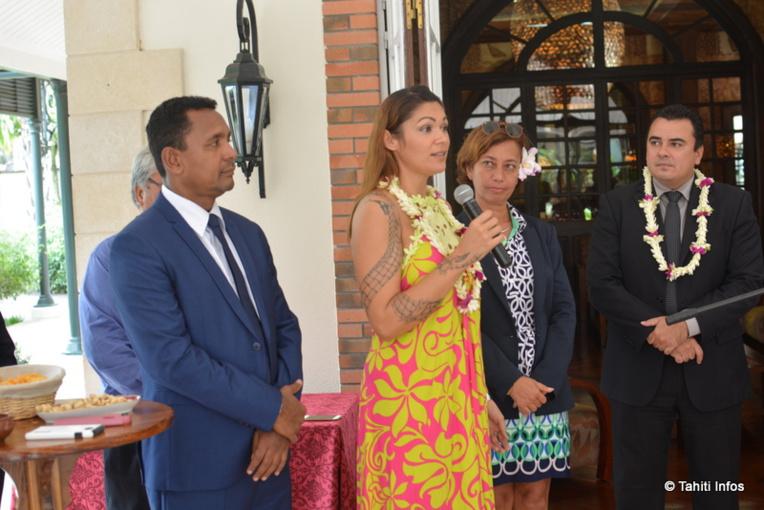 Nathalie Convert de la Compagnie Agricole Polynésienne transforme les productions agricoles locales dans sa petite usine de Raiatea.