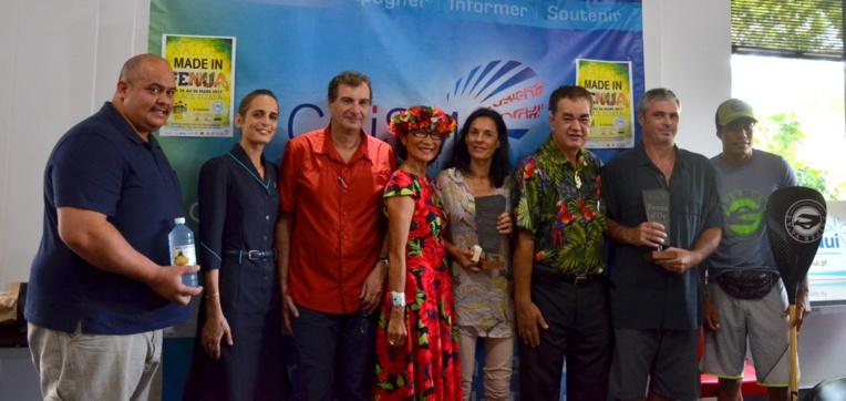 Les trois gagnants et le prix coup de cœur des meilleurs produits Made in Fenua étaient à la CCISM ce mercredi pour récupérer leurs lots. (crédit photo : CCISM)