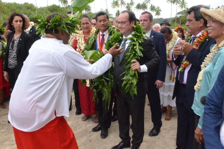 """Le président de la République avait annoncé au marae de Taputapuātea que l'État apporterait son soutien pour l'obtention du label Patrimoine mondial de l'Unesco du """"paysage culturel de Taputapuātea""""."""