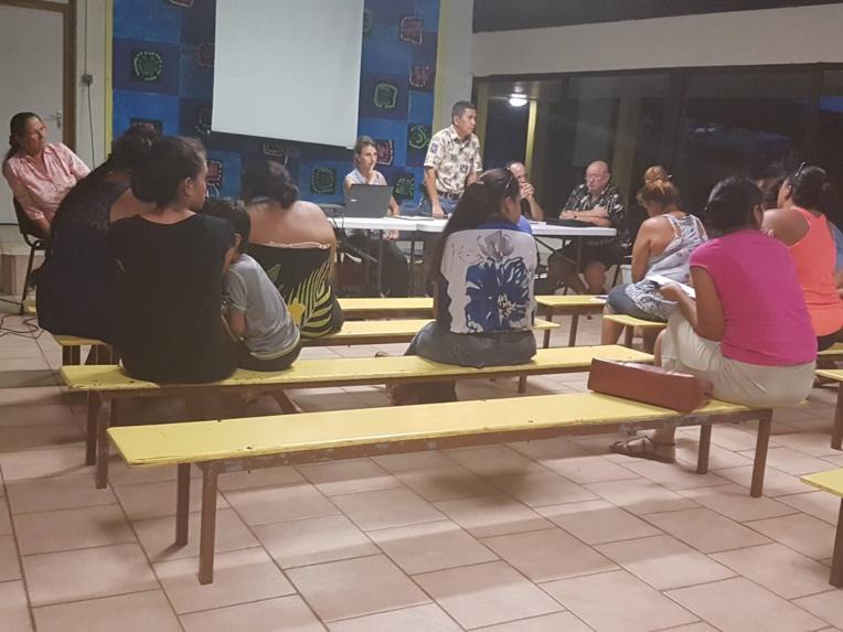 Face à l'inquiétude des parents d'élèves, une réunion a été organisée à l'école maternelle de Tuterai Tane.