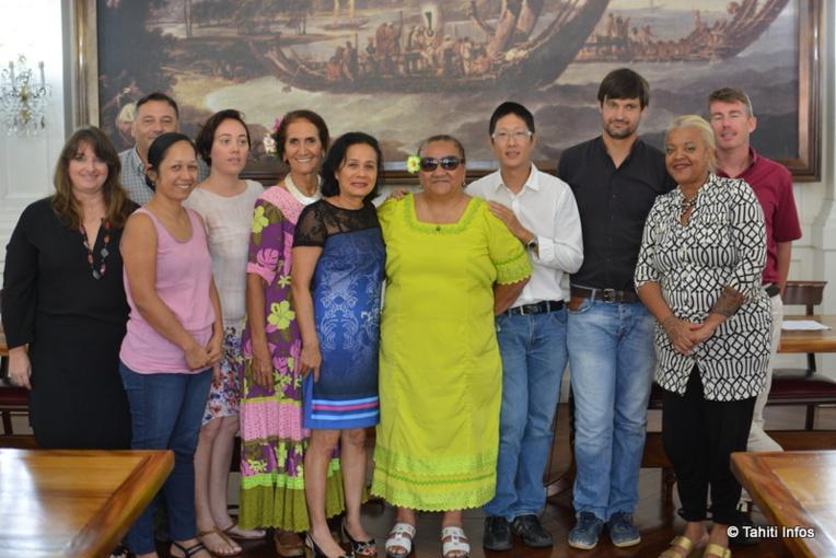 Henriette Kamia, présidente de la fédération Te Niu o te Huma, entourée des autres organisateurs de la première Semaine polynésienne du handicap.