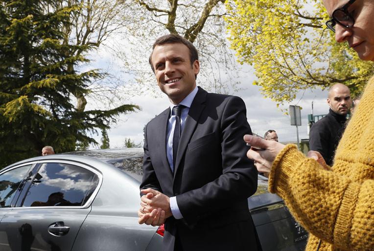 Macron rencontre des associations harkies après la controverse sur la colonisation