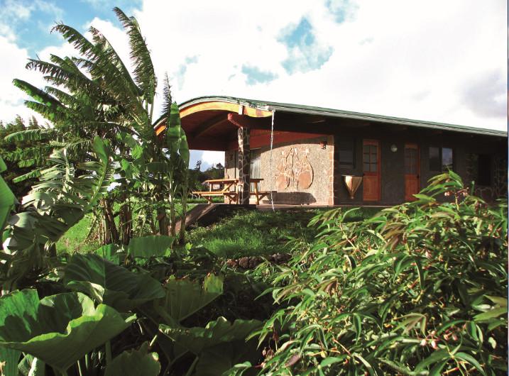 """Une des villas de """"Heva Eco Lodge"""", sur les hauteurs de Hanga Roa. Une manière originale, et très confortable, de passer des vacances à l'île de Pâques."""