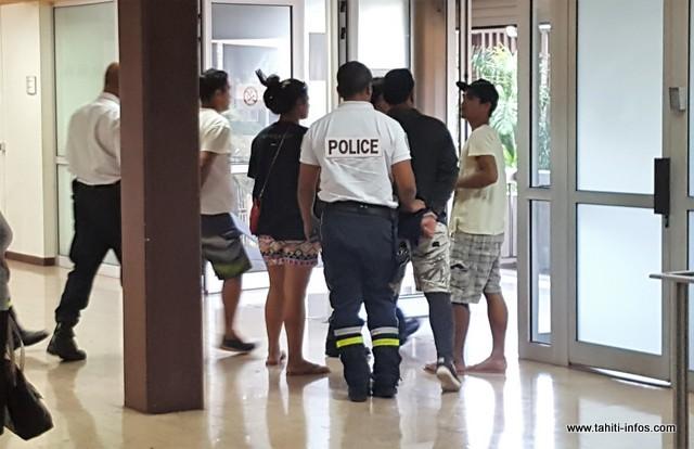 Les deux hommes, la vingtaine, ont été conduits à Nuutania pour effectuer leur peine sans délai.