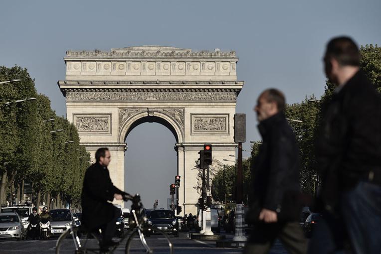 Attentat Champs-Elysées: les investigations se poursuivent à deux jours d'une présidentielle sous haute surveillance