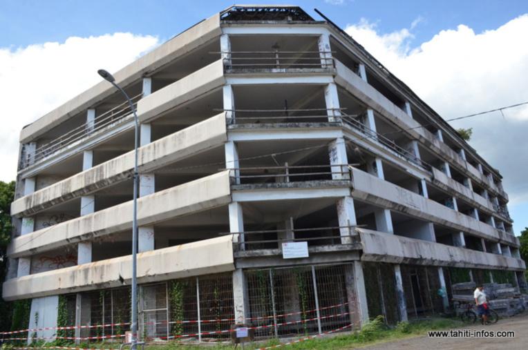 Il y a un trentaine d'années, ce chantier avait été interrompu au stade du gros-œuvre, puis laissé à l'abandon avenue du Régent Paraita à Papeete.
