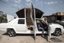 """A Gaza, une limousine """"faite main"""" pour balader les jeunes mariés"""