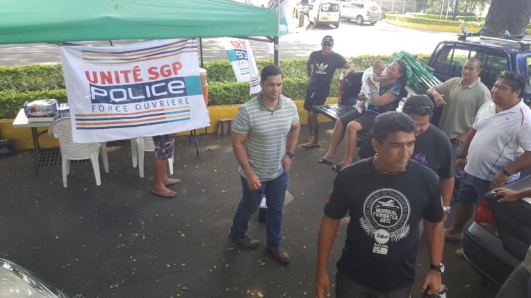 Hommage au policier Xavier Jugelé dans la cour de la DSP