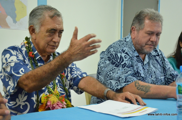 Oscar Temaru et Moetai Brotherson, mercredi matin lors d'une conférence de presse donnée au siège du Tavini Huiraatira à Faa'a.
