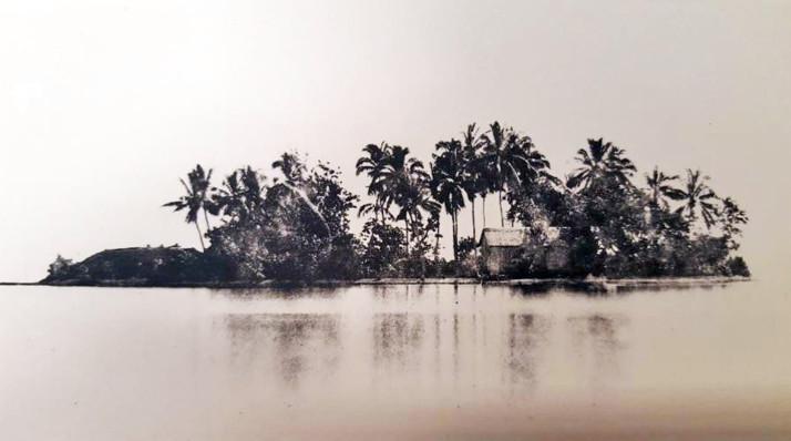 Le Motu Uta, îlot de villégiature de la Reine Pomare IV. Cette photo a été prise en 1859 par Gustave Viaud, le frère ainée de Pierre Loti, et le premier photographe de Tahiti.